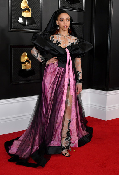 FKA Twigs dolled up in a black and magenta gown with a lace yoke and sleeves for the 2020 Grammys.
