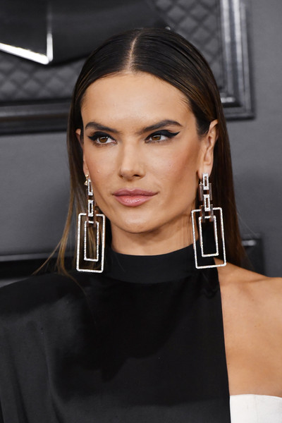 Alessandra Ambrosio kept it fuss-free with this straight style at the 2020 Grammys.