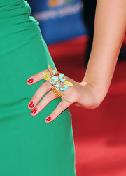 Lauren Bosworth showed off her flower embellished two finger ring while walking the red carpet at the Emmy Awards.