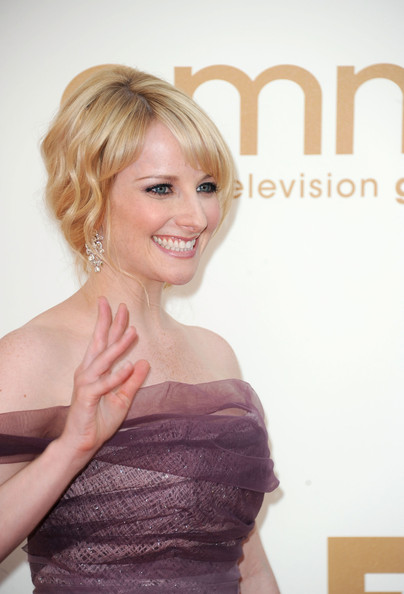More Pics of Melissa Rauch Off-the-Shoulder Dress (1 of 8) - Melissa Rauch Lookbook - StyleBistro
