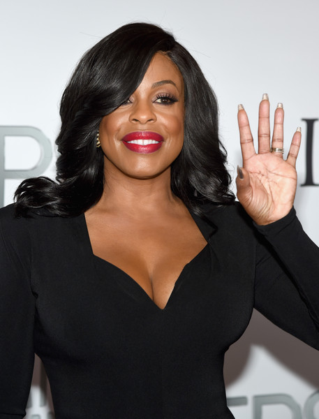Niecy Nash worked a perfectly styled feathered flip at the Miss Universe Pageant.