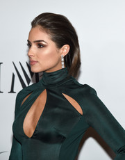Olivia Culpo glammed up her look with a pair of dangling square-cut diamond earrings for the Miss Universe Pageant.