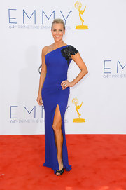 We loved the rich blue of Lara's sleek gown on the Emmy red carpet.