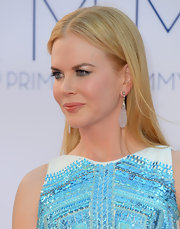 Nicole Kidman stayed sophisticated in these nearly transparent teardrop dangling earrings.