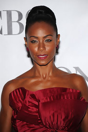 Jada dazzled in invisibly set ruby button earrings in 18 kt white gold.
