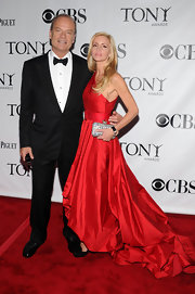 Kelsey Grammer donned a fierce red evening gown to the 2010 Tony Awards.