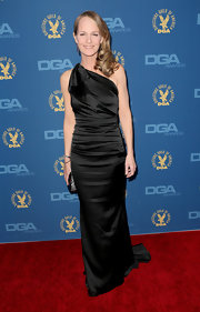 Helen couldn't have possibly looked more glamorous in this black single-sleeve ruched gown at the DGA Awards.