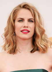 Anna Chlumsky's soft waves kept her look youthful and flirty on the red carpet.