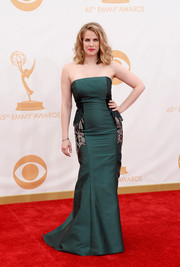 Anna showed off some killer curves when she wore a deep emerald strapless dress with embroidered paneled sides.