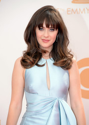 Zooey's brunette tresses looked lovely when styled into bouncy waves and her signature chopped bangs.
