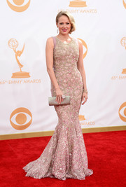 Jewel kept her look classic and elegant on the red carpet with a blush-hued mermaid gown.