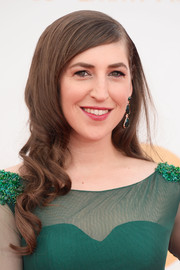 Mayim looked simply glamorous with soft old Hollywood waves.