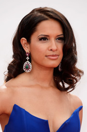 Rocsi applied lengthy lashes for a fluttering beauty look.