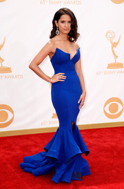 Rocsi Diaz stunned in a cobalt blue strapless dress with a tiered mermaid skirt.