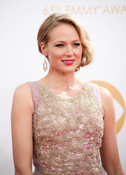 Jewel opted for a retro-inspired updo for the red carpet at the 2013 Emmy Awards.