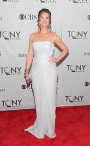 Brooke is elegant in a white strapless evening gown for the Tony Awards.