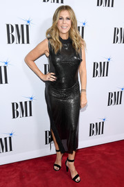 Rita Wilson looked va-va-voom in a clingy black chainmail dress by Paco Rabanne at the 2018 BMI Country Awards.