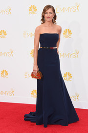 Dickens accented her classic navy gown with a metallic skinny belt and matching clutch at the 2014 Emmy Awards.