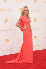 Heidi Klum's classic gown for the 2014 Emmy Awards boasted a cape-like detailing and a gorgeous coral shade, which she contrasted with emerald jewelry.