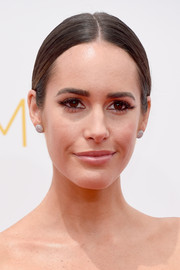 Louise Roe wore a classic and sleek center-parted chignon during the Emmys.