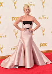 Jane Krakowski worked the Emmys red carpet in this showstopper of a gown, a pale pink Bibhu Mohapatra confection with black panels on the bodice and fold upon fold of fabric on the skirt.