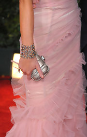 Emily Blunt showed off a sparkling diamond bracelet at the 67th Annual Golden Globe Awards.
