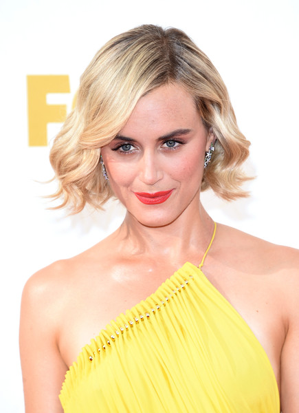 More Pics of Taylor Schilling Bright Lipstick (4 of 20) - Makeup Lookbook - StyleBistro [hair,blond,hairstyle,shoulder,yellow,lip,beauty,skin,long hair,chin,arrivals,taylor schilling,microsoft theater,los angeles,california,primetime emmy awards]