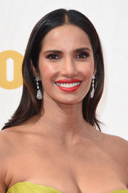 Padma Lakshmi adorned her simple 'do with a pair of dangling diamond earrings by Fred Leighton.