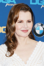 Geena Davis showed off perfectly styled waves at the Directors Guild of America Awards.
