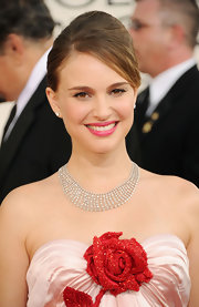 Natalie Portman highlighted her strapless neckline with a diamond collar necklace.