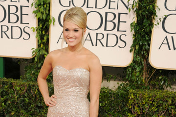Carrie Underwood Is a Badgley Mischka Beauty at the Golden Globe Awards