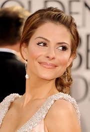 Maria Menounos added an elegant touch to her Golden Globe ensemble with a twisted chignon.
