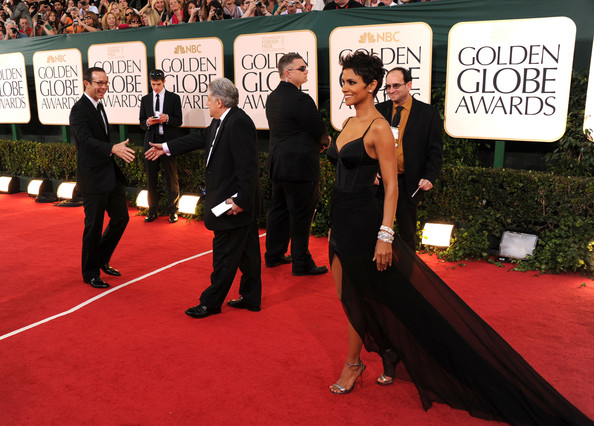 More Pics of Halle Berry Evening Dress (1 of 22) - Halle Berry Lookbook - StyleBistro [red carpet,carpet,flooring,premiere,event,dress,suit,formal wear,tuxedo,arrivals,halle berry,hotel,beverly hills,california,the beverly hilton,golden globe awards]