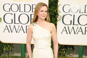 Nicole Kidman Shimmers in a Cream Prada Gown at the Golden Globe Awards 2011