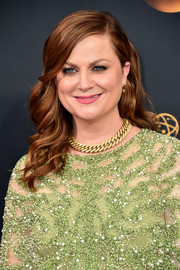 Amy Poehler sported half-up feathered waves at the Emmys.