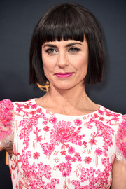 Constance Zimmer channeled Cleopatra with her blunt bangs during the Emmy Awards.