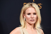 Kristen Bell framed her face with this flippy 'do for the Emmy Awards.