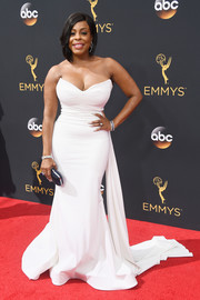 Niecy Nash dressed up her curves for the Emmys in a strapless white gown that she designed herself.