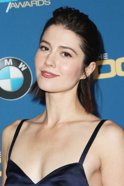 Mary Elizabeth Winstead kept it casual with this messy half-up 'do at the Directors Guild of America Awards.