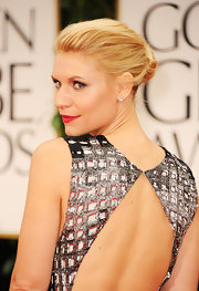 Claire Danes wore her hair in a sleek classic bun at the 69th Annual Golden Globe Awards.