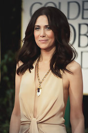 Kristen Wiig wore a 1920s amethyst pendant necklace in white and rose gold at the 69th Annual Golden Globe Awards.