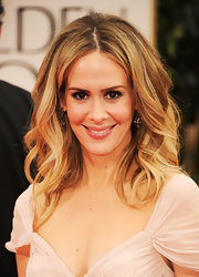 Sarah Paulson wore her hair with lots of voluminous curls at the 69th Annual Golden Globe Awards.
