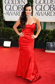 Kyle Richards was ravishing in a red strapless gown at the Golden Globes.