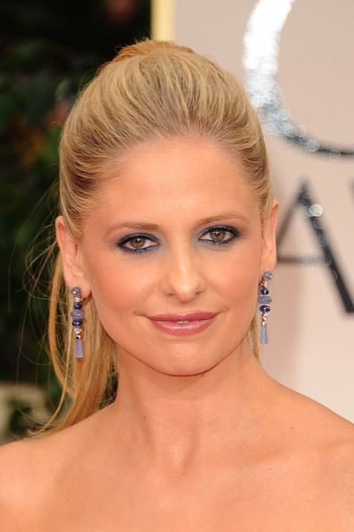 More Pics of Sarah Michelle Gellar Bright Eyeshadow (2 of 17) - Sarah Michelle Gellar Lookbook - StyleBistro