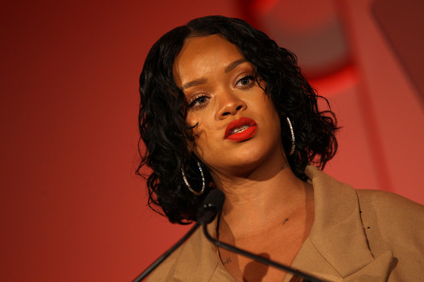 More Pics of Rihanna Curled Out Bob (3 of 88) - Rihanna Lookbook - StyleBistro [hair,chin,lady,hairstyle,lip,forehead,singer,human,black hair,music artist,rihanna,honoree,stage,acceptance remarks,pier 60,new york city,annual parsons benefit]