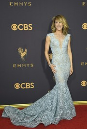 Felicity Huffman made a gorgeous choice with this pastel-blue lace mermaid gown by Tony Ward Couture for the 2017 Emmys.