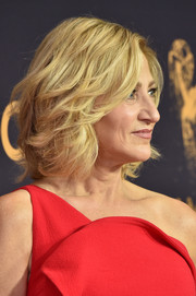 Edie Falco showed off a stylish textured bob at the 2017 Emmys.