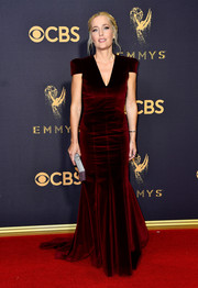 Gillian Anderson looked simply elegant in a red velvet mermaid gown at the 2017 Emmys.