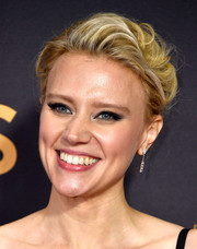 Kate McKinnon attended the 2017 Emmys wearing her hair in a messy updo.