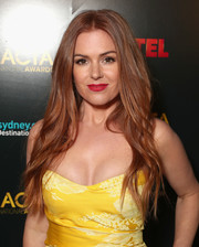 Isla Fisher's red lipstick and canary-yellow dress made a striking pairing!